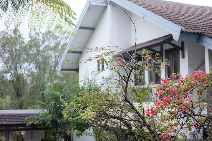 Charming House -Kanayakan Dago- Top For Gathering