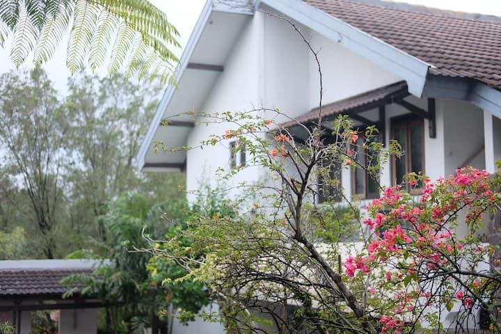 Charming House -Kanayakan Dago- Top For Gathering