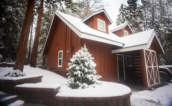 CREEKVIEW BARN with PRIVATE HOT TUB