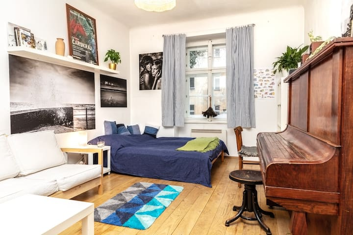 Cozy central artistic apartment with a piano