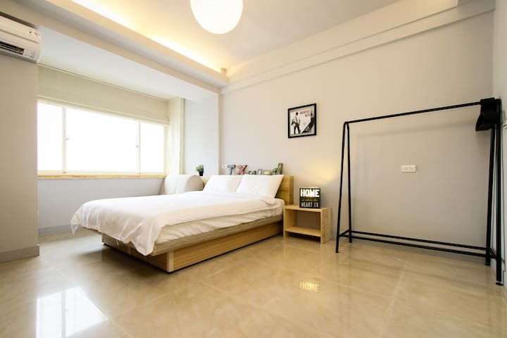 **Double room with private  bathroom, 3 min to MRT