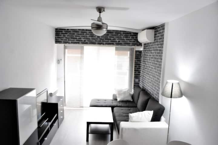 Céntrico apartamento con parquin, orientado al sur