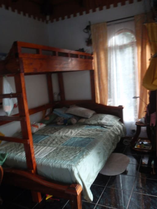 Very comfortable queen sized bed with temperpedic mattress!