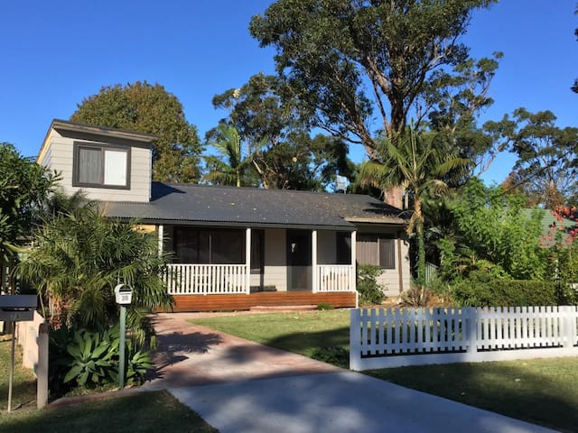 Queen sized room near Tuggerah Lake. - Berkeley Vale - บ้าน