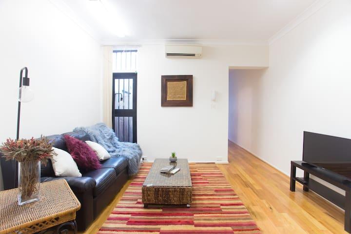 Comfy Darlinghurst Retreat