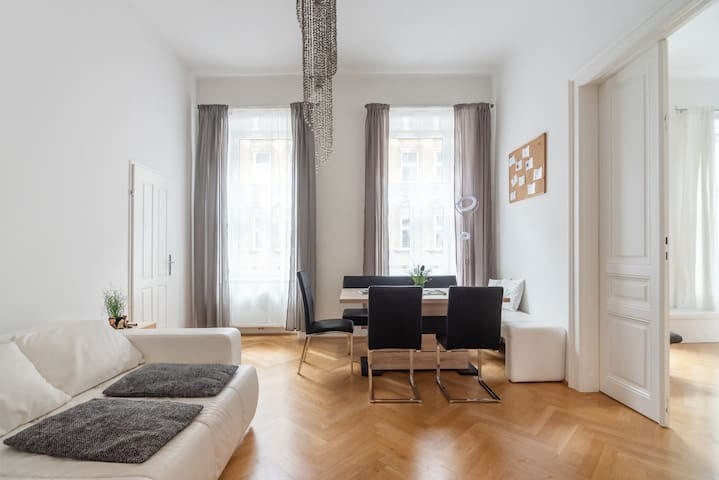 Large Apartment HAPPY Vienna 110m*2