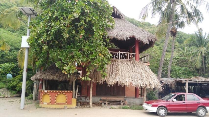 Hermosa cabaña ecofrendly en  playa ventanilla