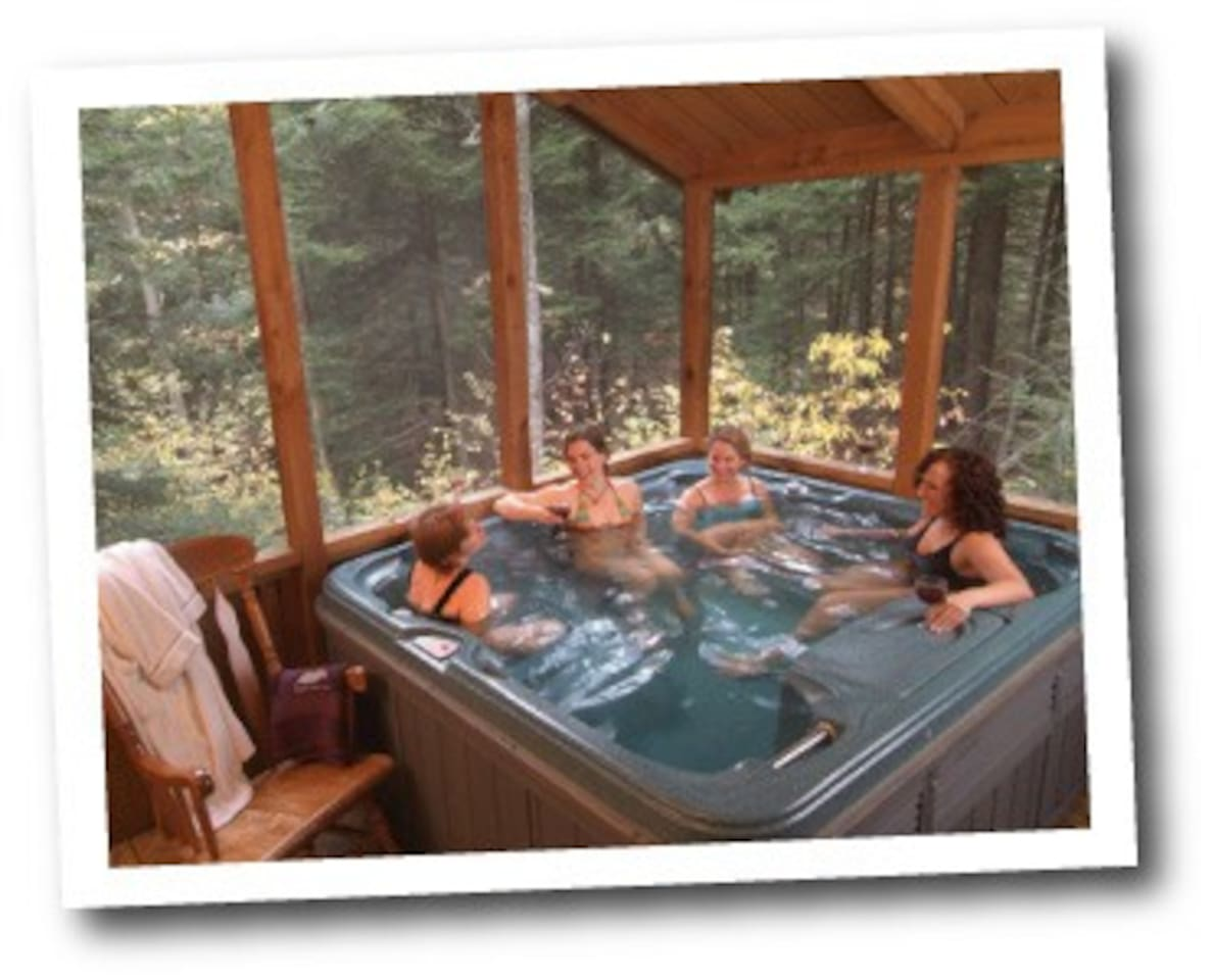 Friends and Family, Nature a hot tub and laughs. Plus all the adventure of The New River Gorge National Park and great restaurants and the coolest small town of Fayetteville. Enjoy!