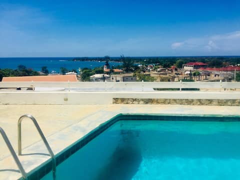 Beautiful 2 b/r condo with Puerto  Seco beach view
