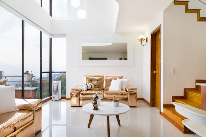 Modern 5-star Loft at El Poblado with Great Views