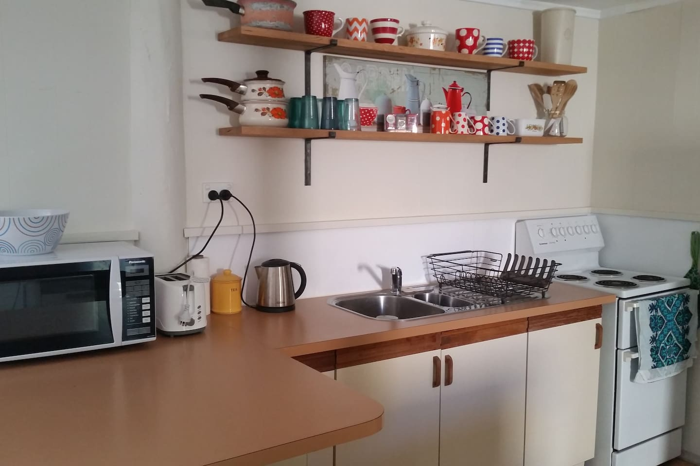Fully functional kitchen. Microwave, stove with oven, cuttlery, pots and pans, full size fridge....tea/coffee amenities