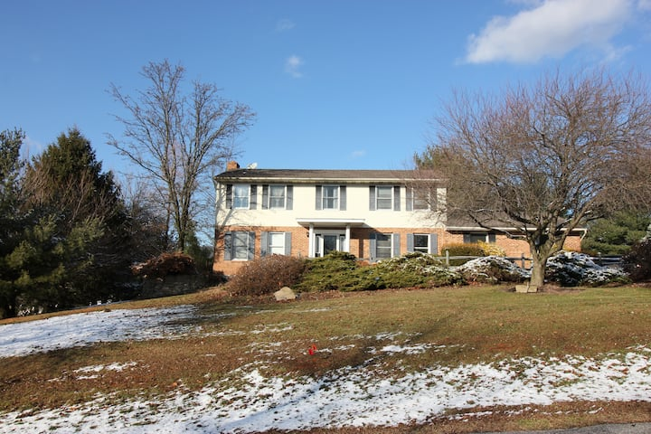 Blue Mountain Hilltop Colonial
