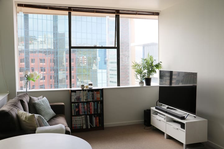 Bright apartment in CBD - long stay discount