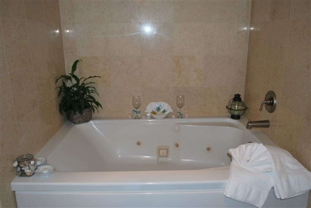 jetted tub for two, we provide bath salts, and bubbles