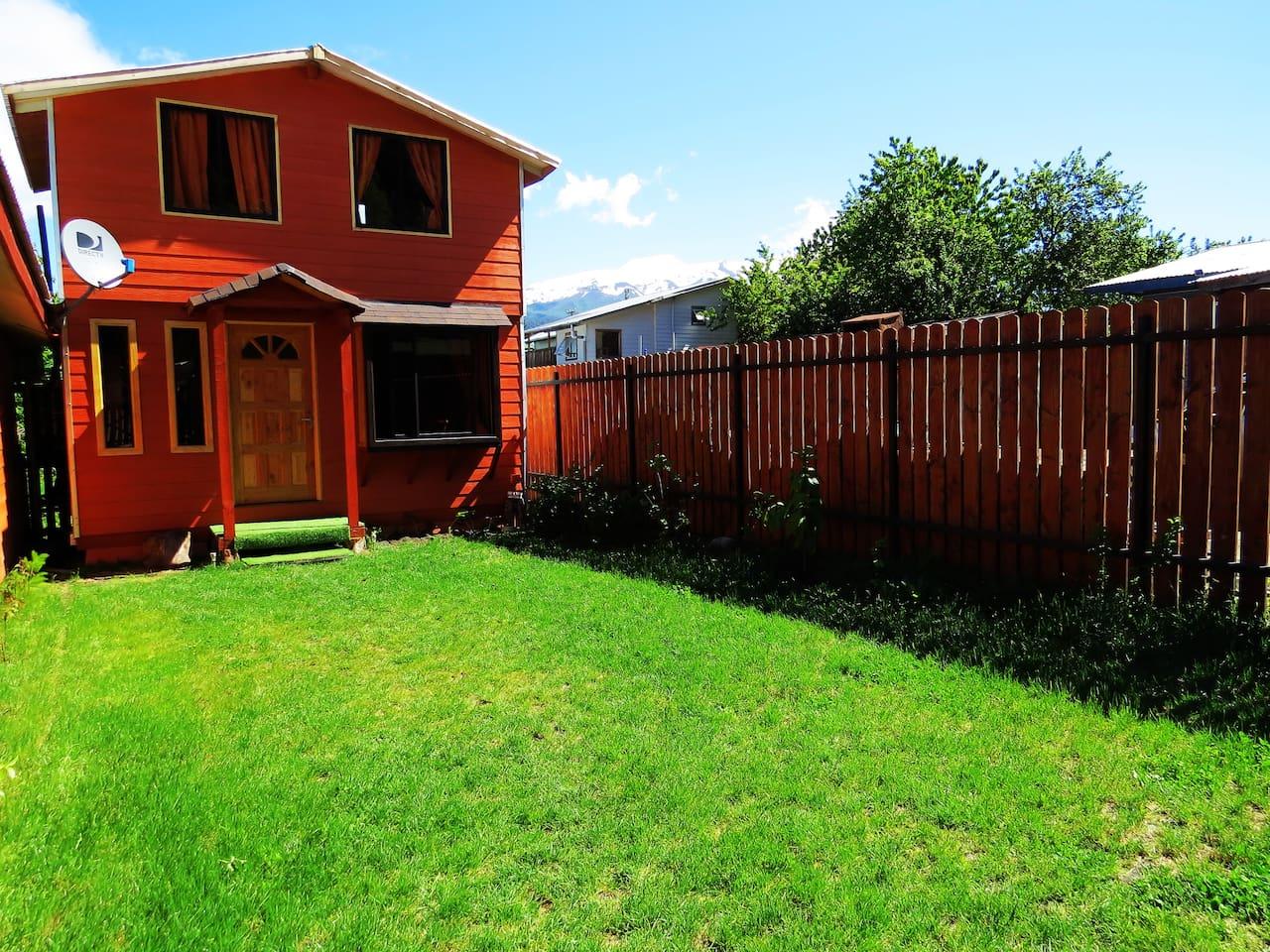 """Cabaña """" Los Coigues 2308 """". Alojamiento con todo sus servicios disponible , se asemeja mas a una casa que cabaña por su terminaciones finas. Visitamos y compruébalo ."""