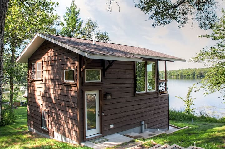Lakefront 1br brainerd cabin great ice fishing cabins for Ice fishing rentals mn