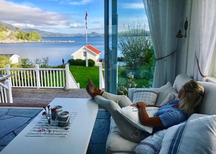 Fantastisk beliggenhet ved fjorden.