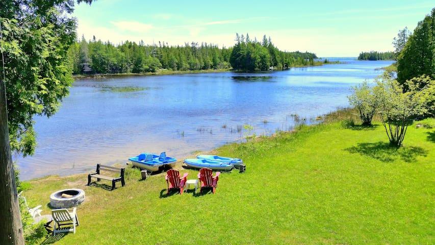 Willow Bank - Private Lakeside Retreat- Sleeps 7