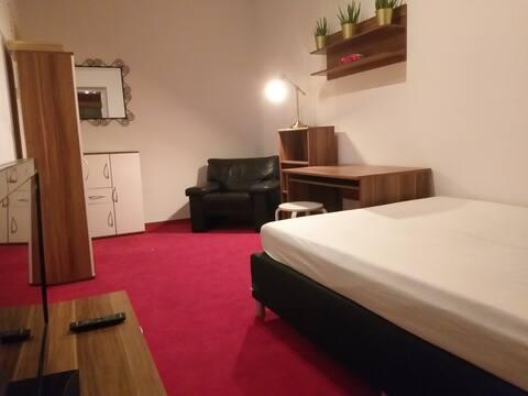 Gemütliches Südstadt Gästezimmer in Maschseenähe