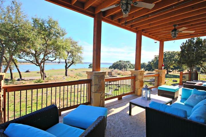 Wine Down Lake Escape- New Home with Stunning Lake Views, Sleeps 10! - Canyon Lake - Hus
