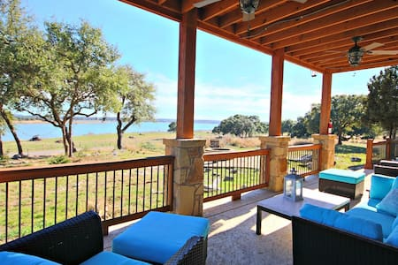Wine Down Lake Escape- New Home with Stunning Lake Views, Sleeps 10! - Canyon Lake - Casa