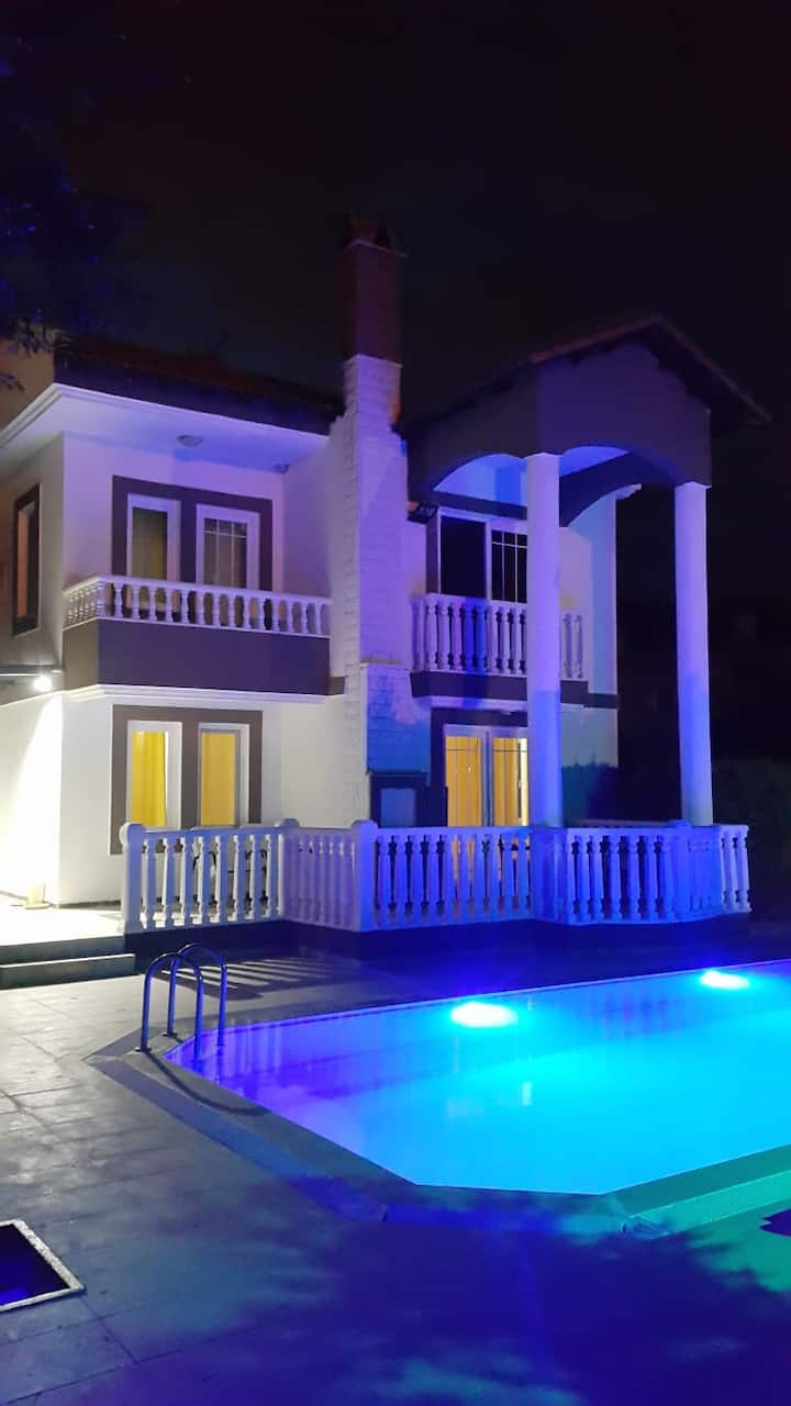 Havuzlu mustakil villa