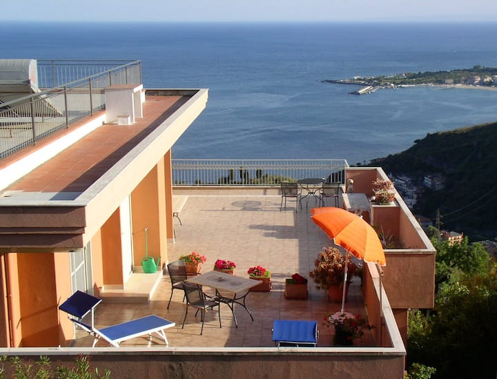 Apartment with sea and Etna view 5