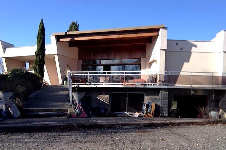 Grande maison (proche de Lyon) - Taluyers - Villa