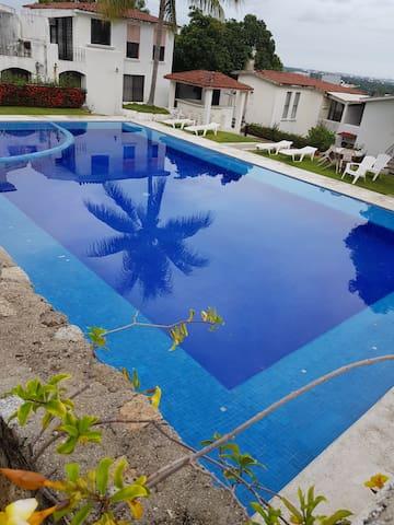 Hermosa Villa con 2 albercas en zona diamante