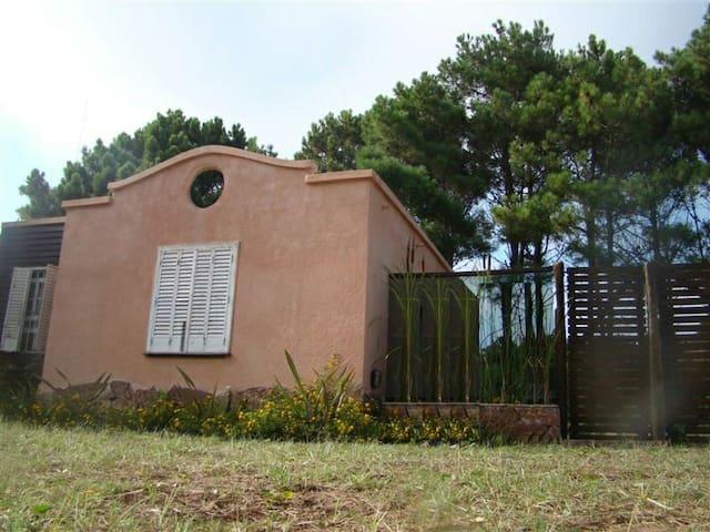 Casa cálida,colonial cómoda, segura - Nueva Atlantis - Daire