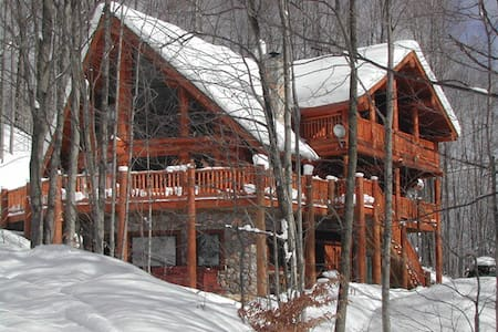 Schuss Mountain Ski-in / Ski-out custom log home - 貝萊爾(Bellaire)