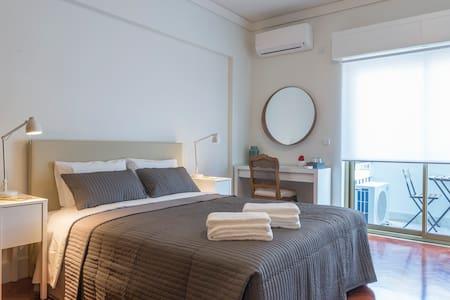 República B&B & Arts: suite com varanda (Q3) - Lisboa - Bed & Breakfast
