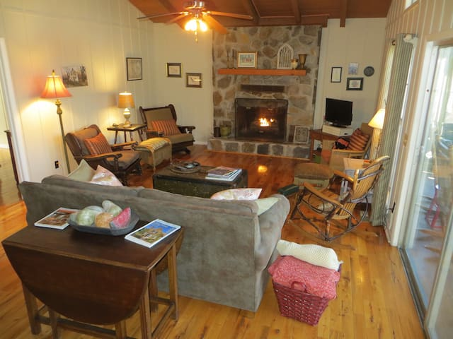 Charming 4-BR Home in the Mountains - Jasper - Casa