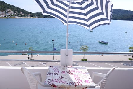 Seafront Apartment  in Tisno Near Center