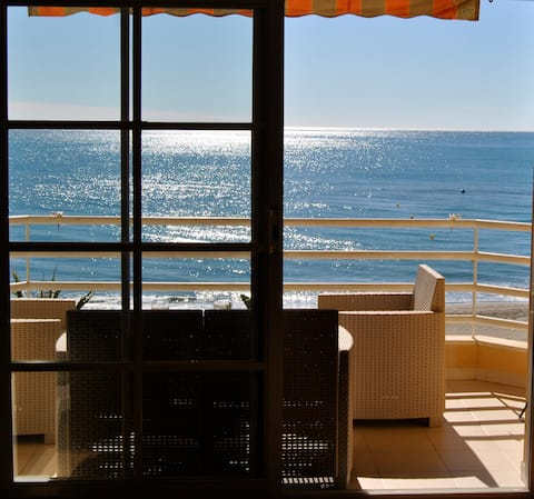 APARTMENT FRONT OF THE SEA, FIRST LINE OF BEACH