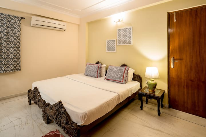 Cosy Room  Safe haven for women in city center