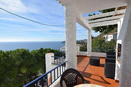 HOUSE WITH SEA VIEWS. BBQ. POOL. TENNIS COURT