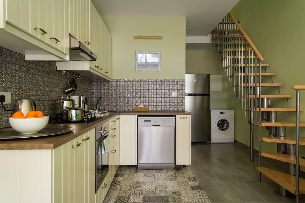 Kitchen, Fridge, Dish Washer, Washing Machine