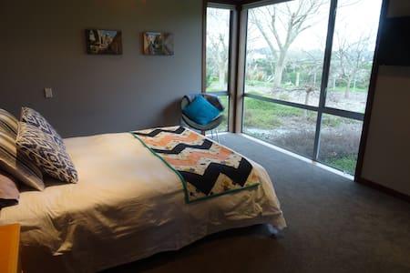 Rural, modern, private B & B - Tamahere - Bed & Breakfast