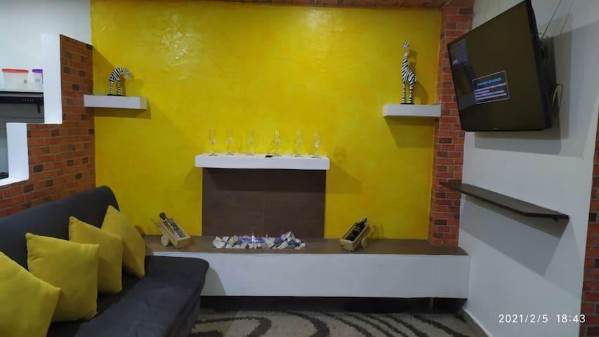 Área de chimenea en la sala