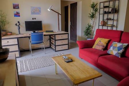Stylish, peaceful, secure house by Zone de Bois