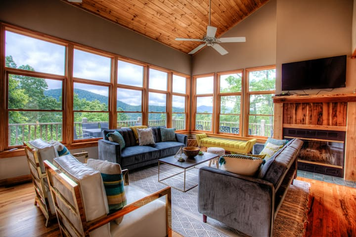 MonTreat Yourself! Luxurious mountain Escape, Hot tub-Game Rm-Relaxing, Asheville