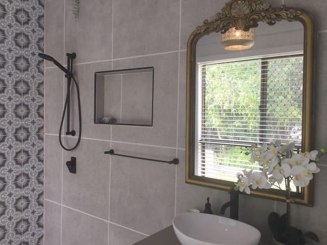 En-suite for the joseph room