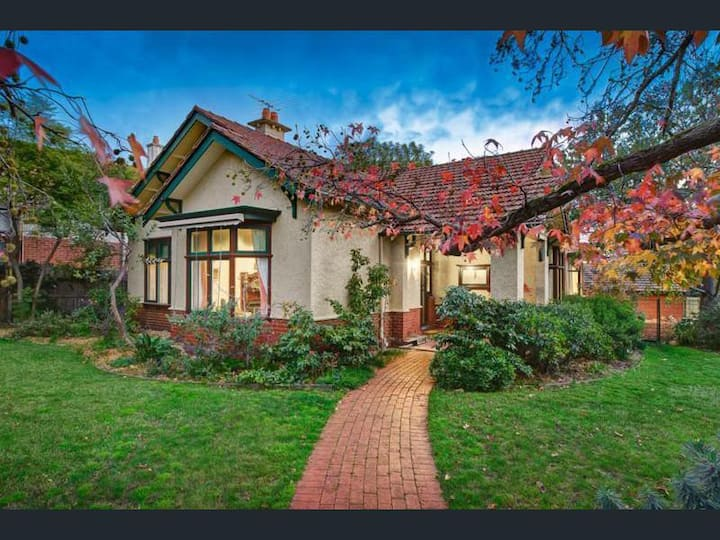 Spacious & Amazing House In Leafy Suburb