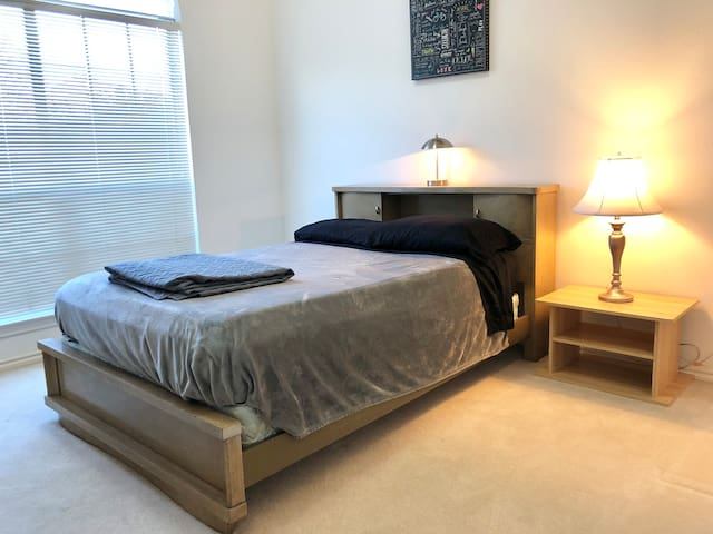 Quiet, Comfortable room in the heart of Irving