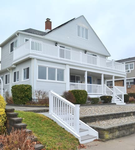 Oceanfront! - 5 Bedroom/3 Bath Beach House