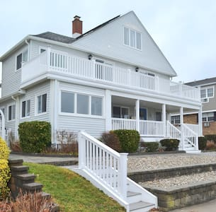 Oceanfront! - 5 Bedroom/4 Bath Beach House