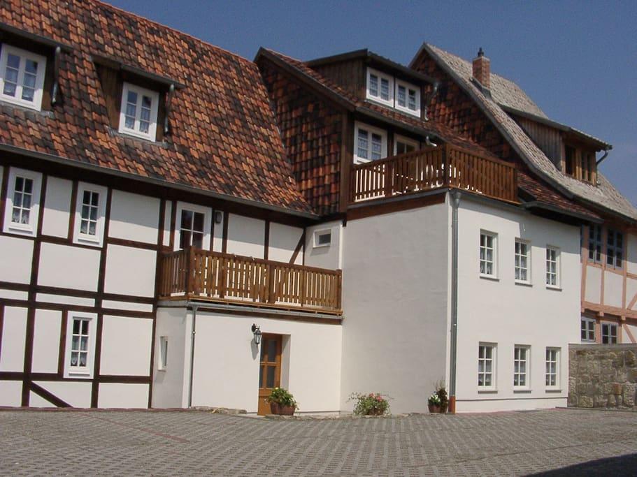 Haus Hofseitig mit Stellplätzen für PKW
