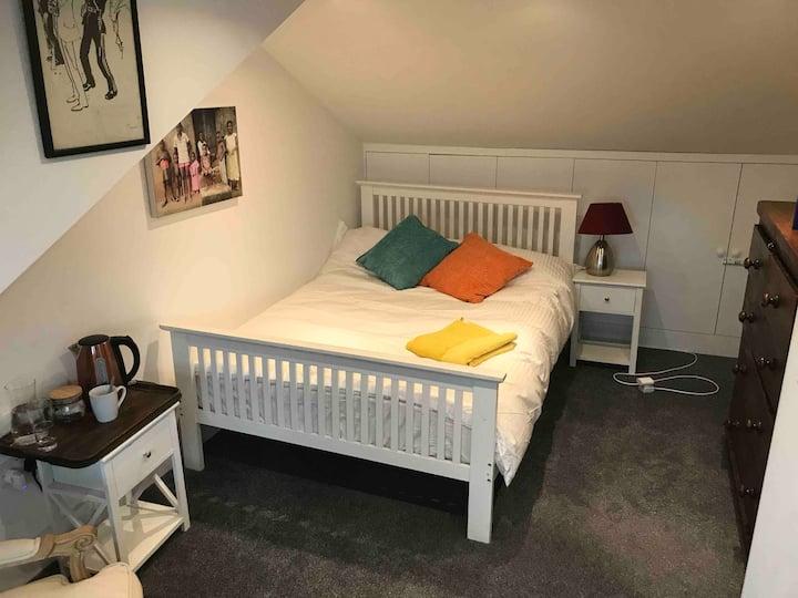 Double bedroom / office en-suite bathroom / shower