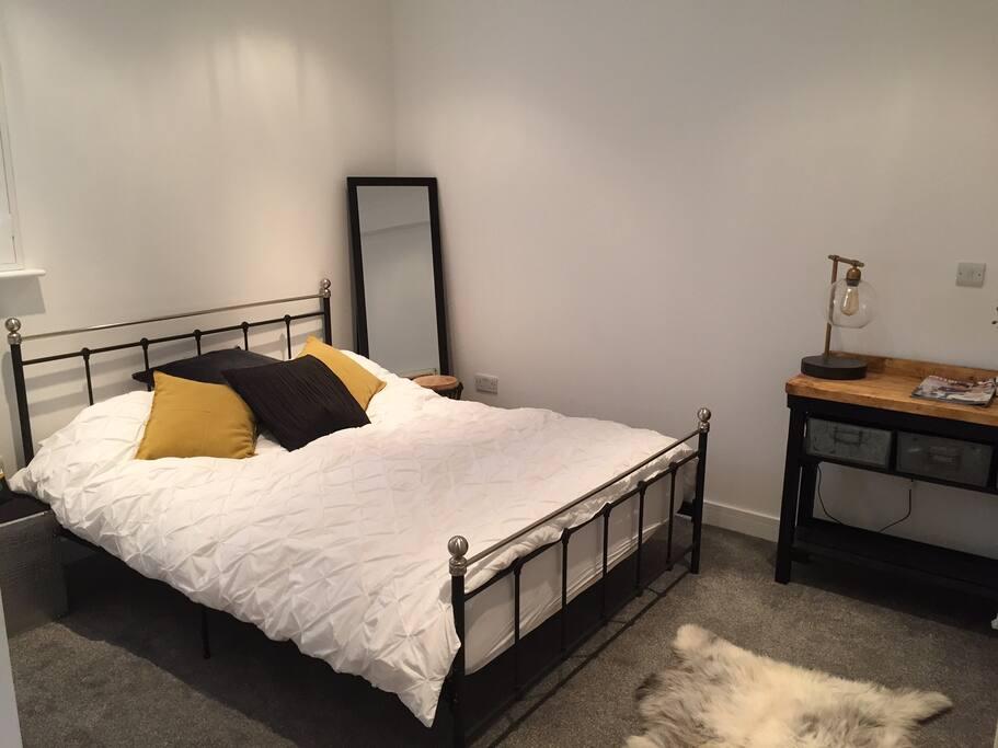 Bedroom 1 - double ensuite
